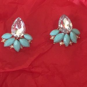 Jewelry - Beautiful stud earrings!
